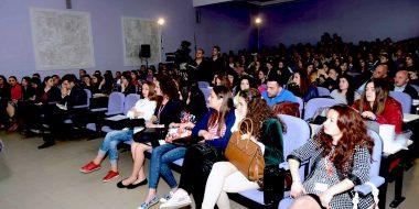Formazione sociopolitica per i giovani in Albania
