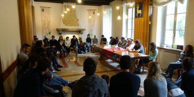 Gesuiti e famiglie riuniti in preghiera nella comunità di Villapizzone